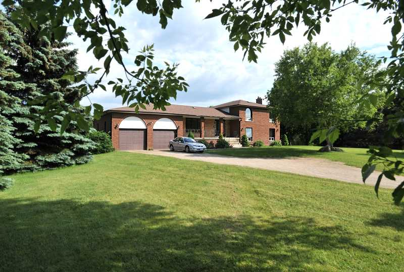 Caledon Subdivision Home For Sale, Sidesplit, 2.5 Acres, Brick