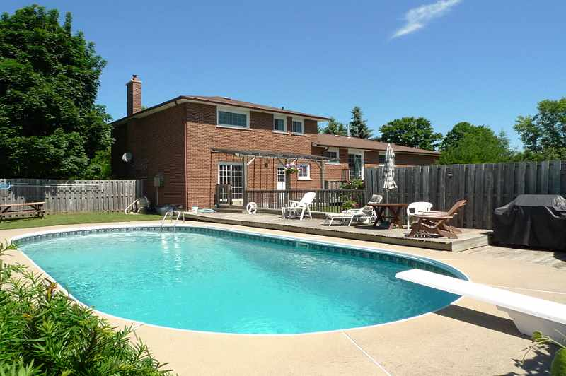 Rear Decking, In-ground Pool, Lovely Garden, Private Backyard