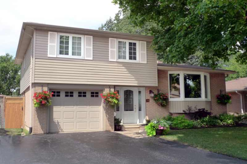 4-Level 3 Bedroom Sidesplit in Peel Village with Pool & decking