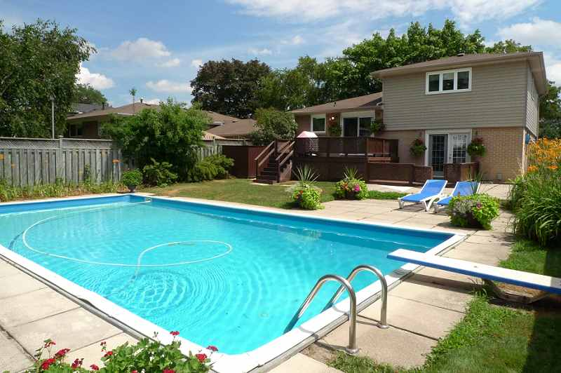 Peel Village On 50 215 116 Ft Lot With In Ground Pool