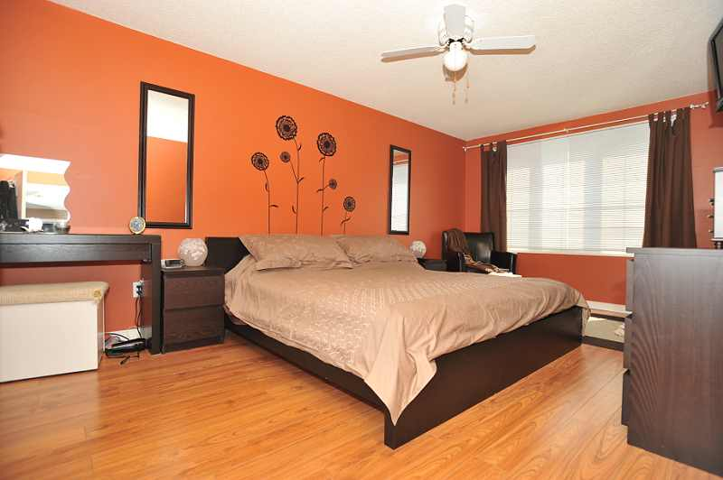 West Heartlake 4 Bed On Quiet Cul De Sac With New Maple Kitchen