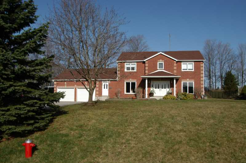 Quiet Cul De Sac in Caledon Subdivision, pool, hot tub, 4 Bedroom