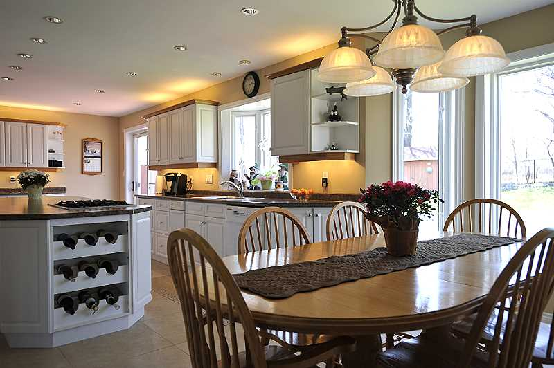 Country Kitchen - Pot Lights, Magic Windows & Porcelain Heated Floors