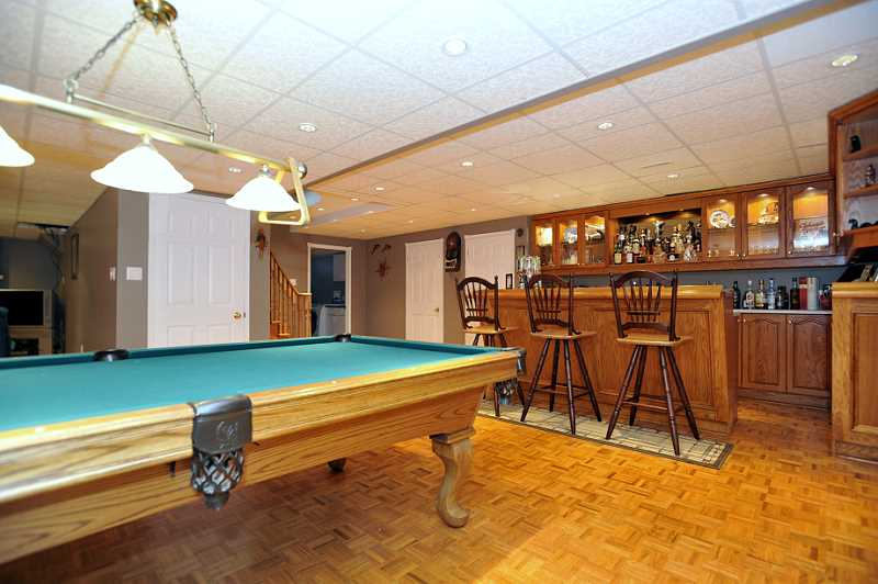 Games Room, Wet Bar