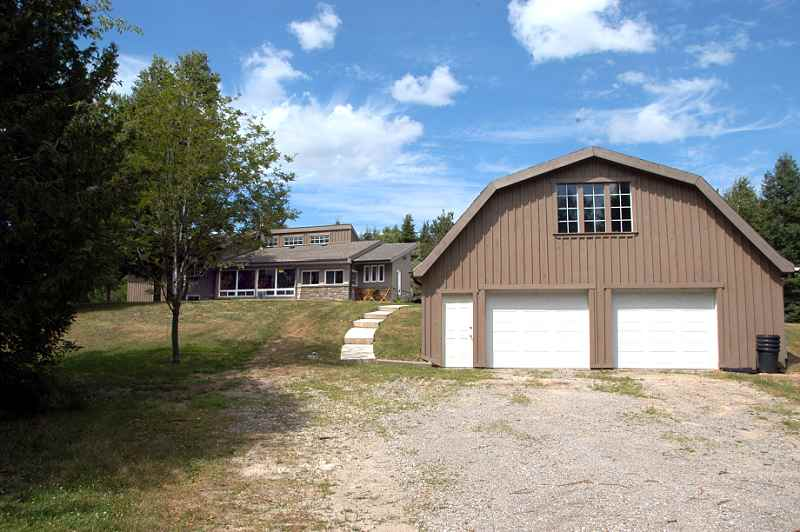 3 Bedroom On Acres W Pond Pool Workshop Studio