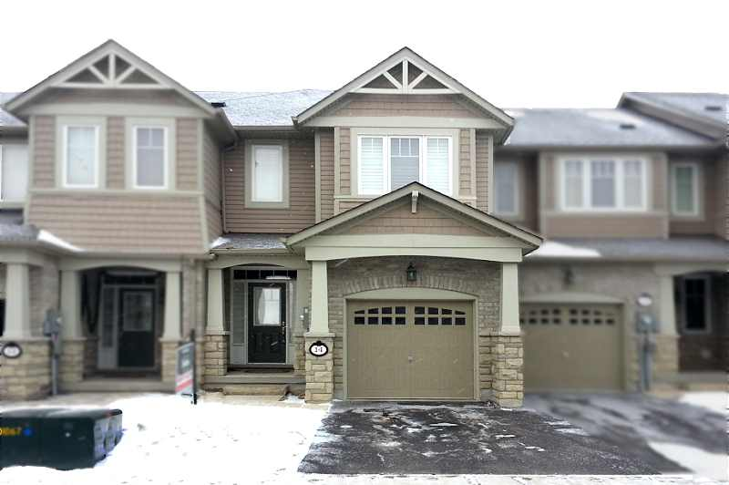 Caledon 3 bedroom townhouse for sale in strawberry fields for Open concept townhouse decorating ideas
