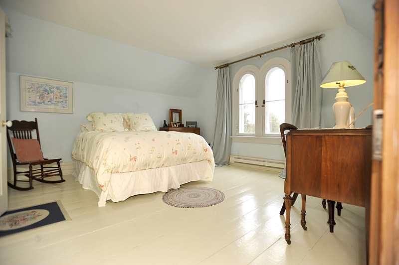3 Bedroom Circa 1870 Gothic Style Beauty In Cheltenham