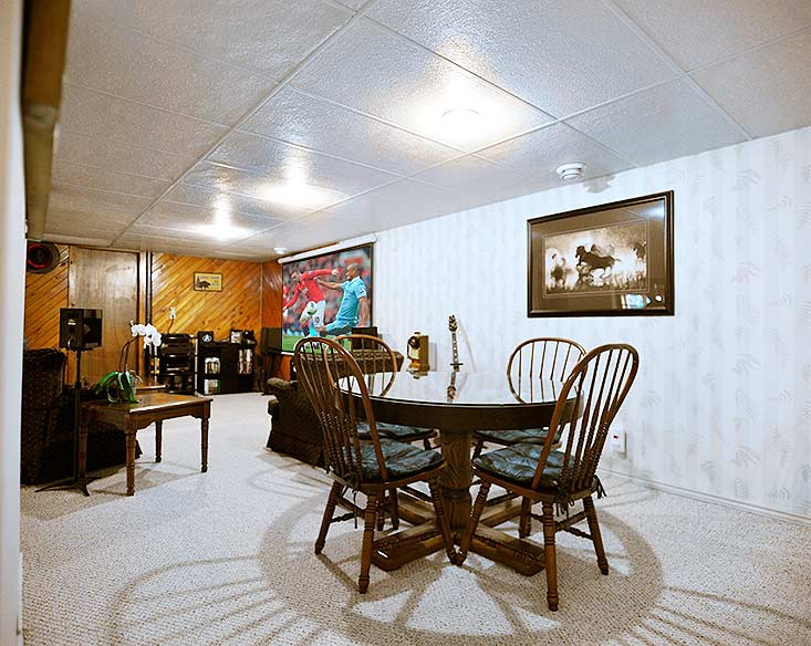 3 bedroom on caledon country acre w in law home for sale for Walkout basement sunroom