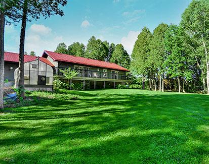 3+2 Bedroom Bungalow - 2.88 Acres w/ Pond