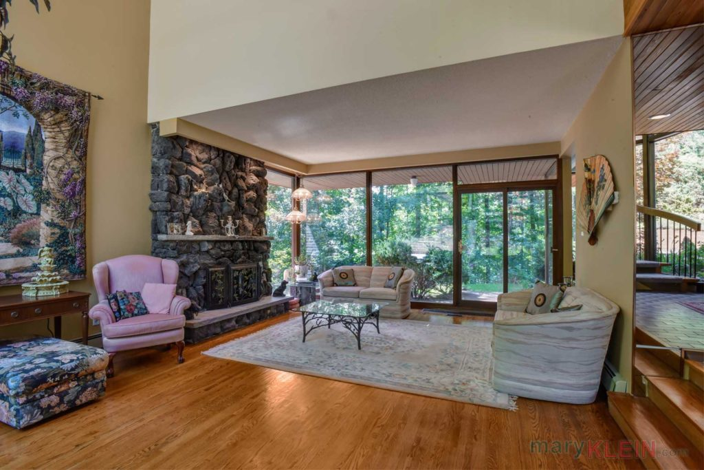 Caledon Contemporary 4 Bedroom W Indoor Pool For Sale
