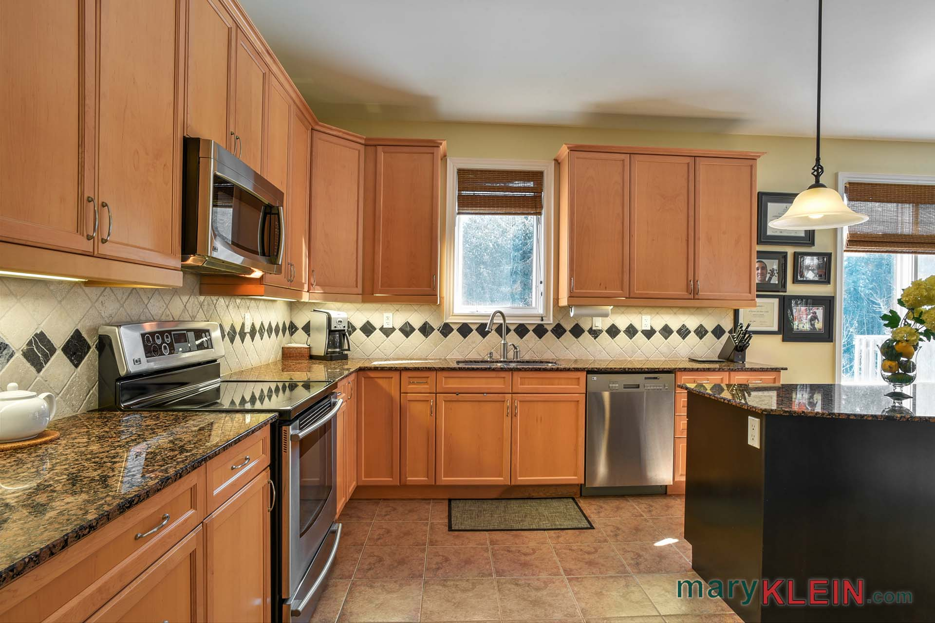 stainless steel appliances, lg, stone backsplash