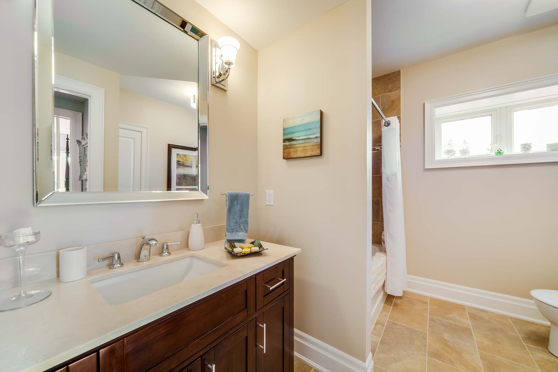 Lower bathroom 4 piece