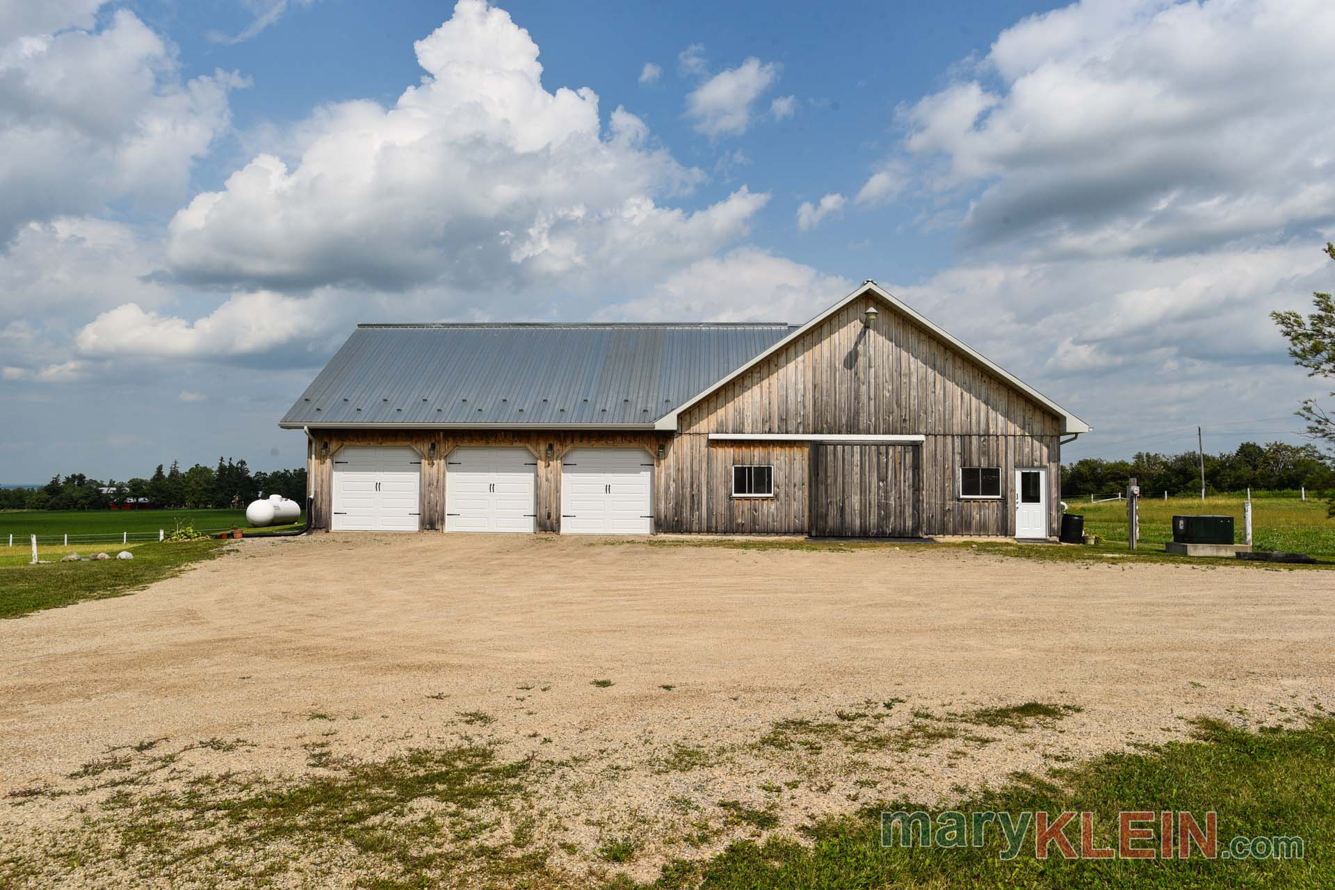 detached garage, barn, 6 stall