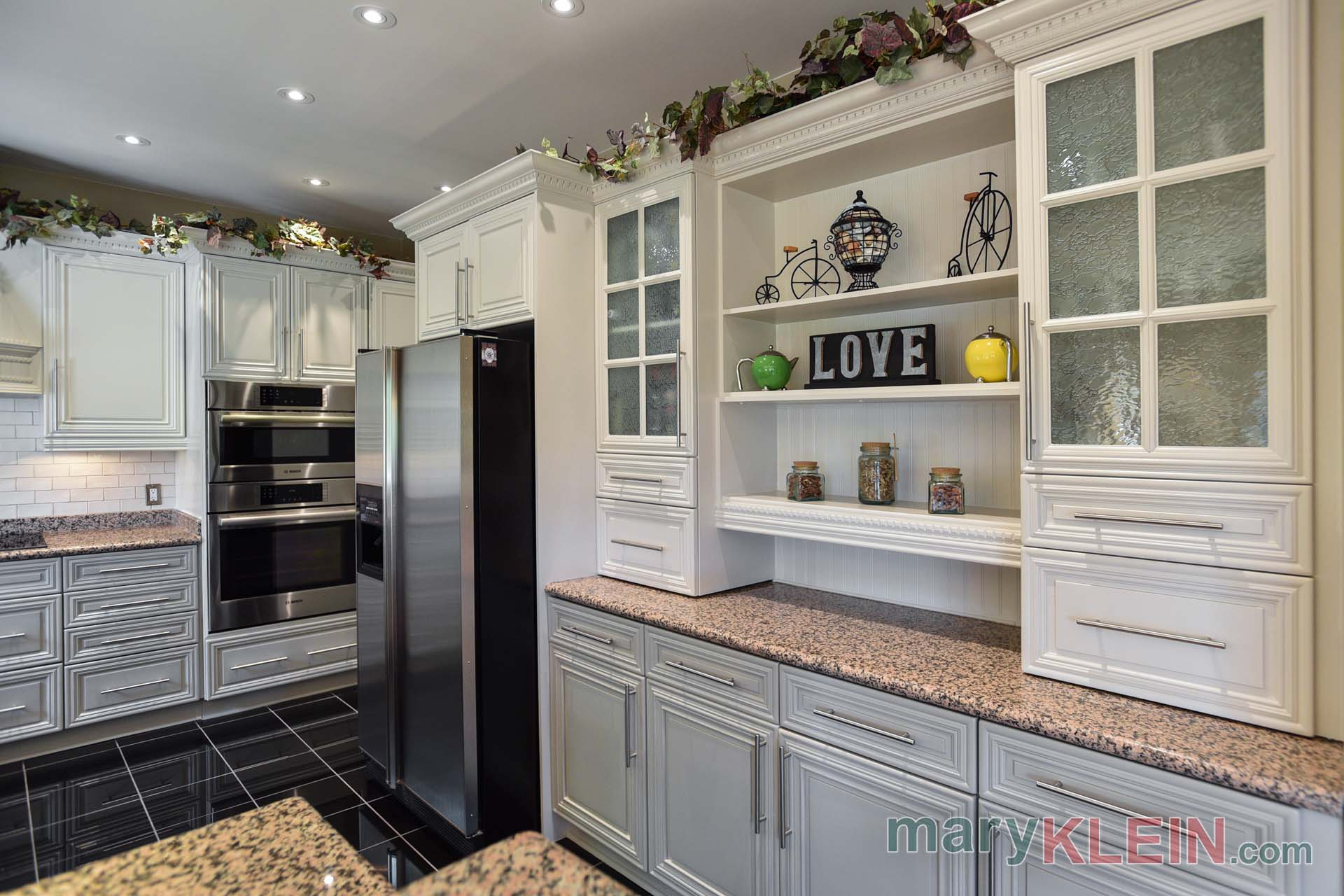 Kitchen, Built in cabinetry, Pot drawers