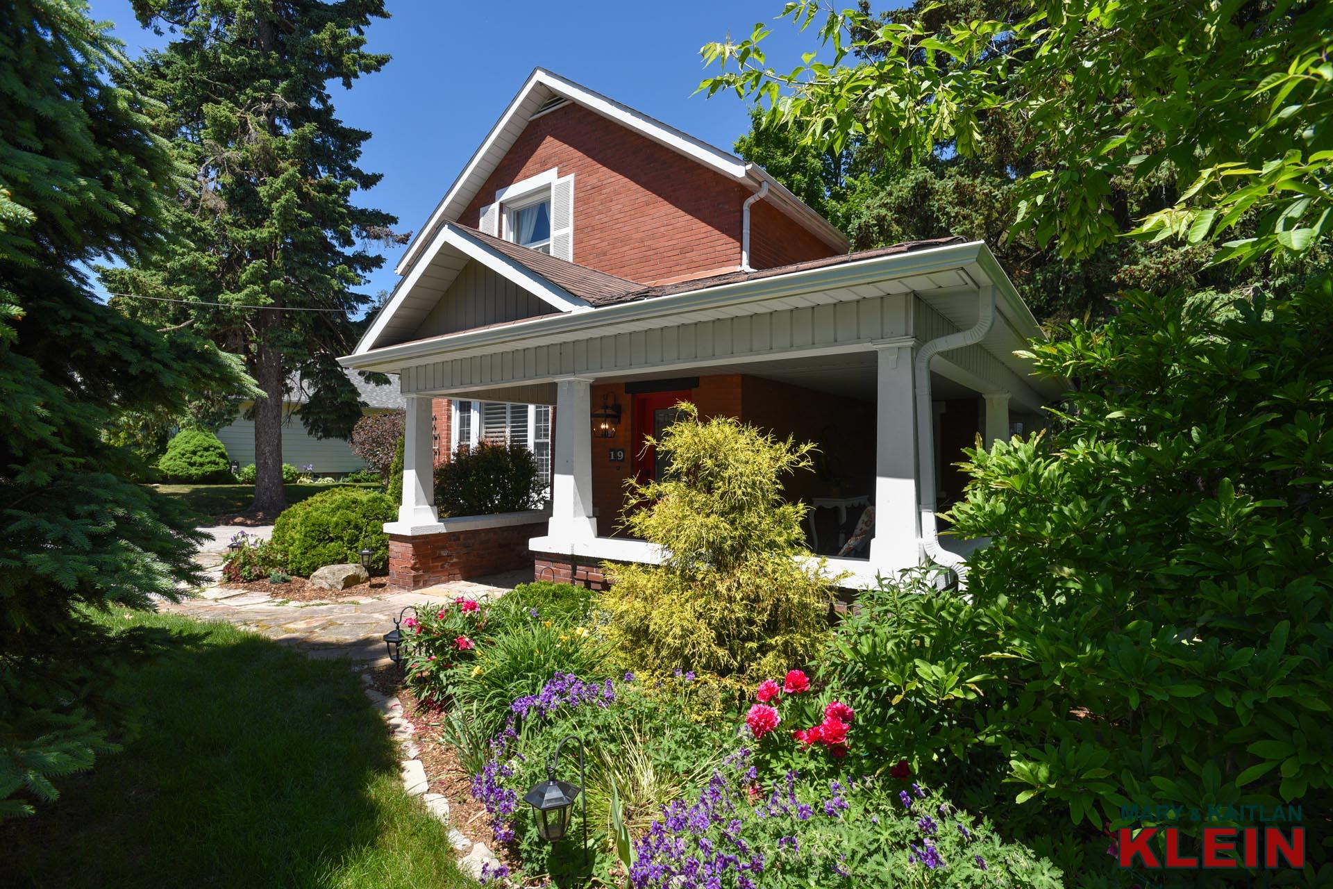 peonies, gardens, covered verandah, homes for sale in Orangeville