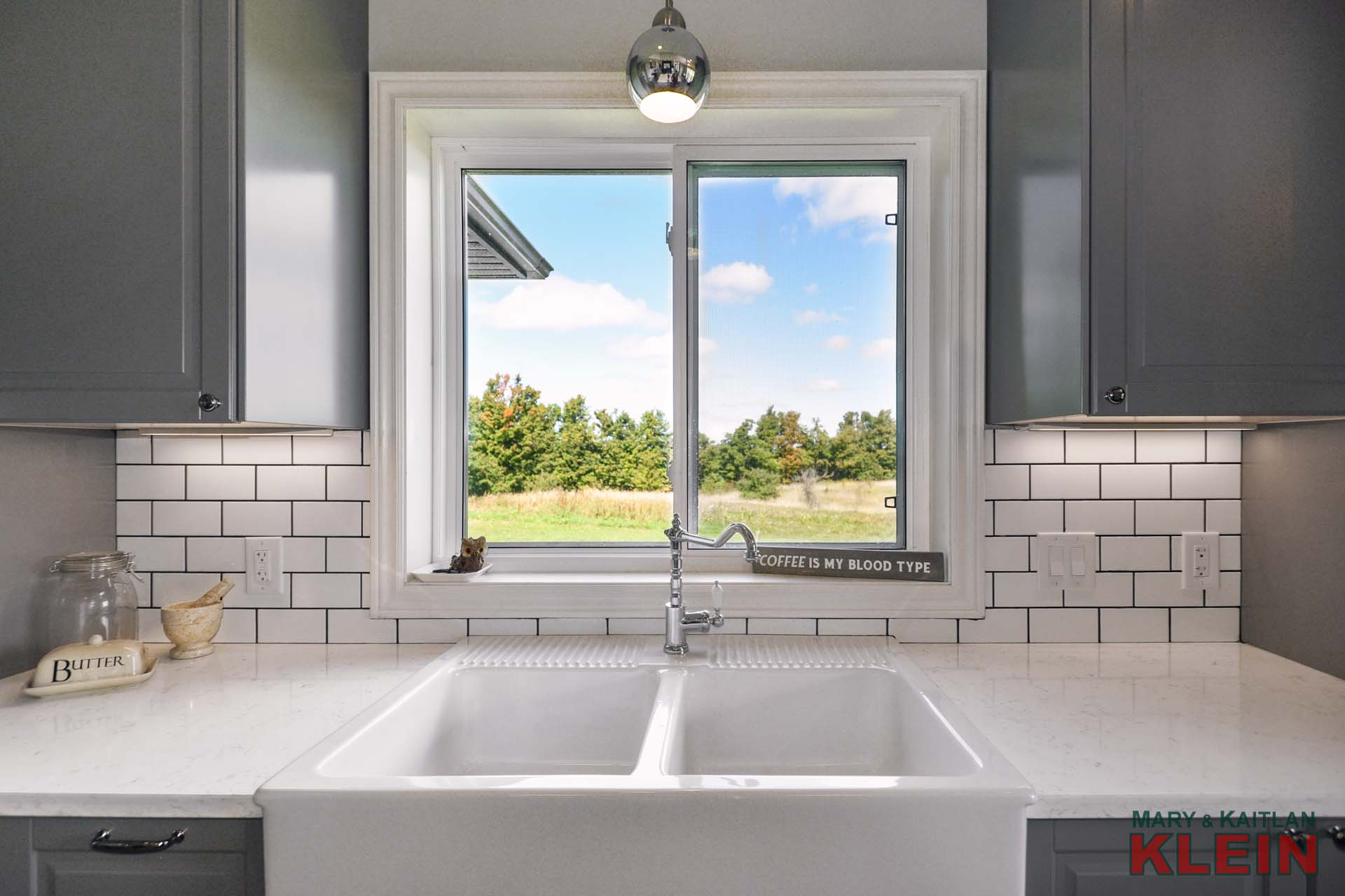 double farmer's sink, Quartz counter tops