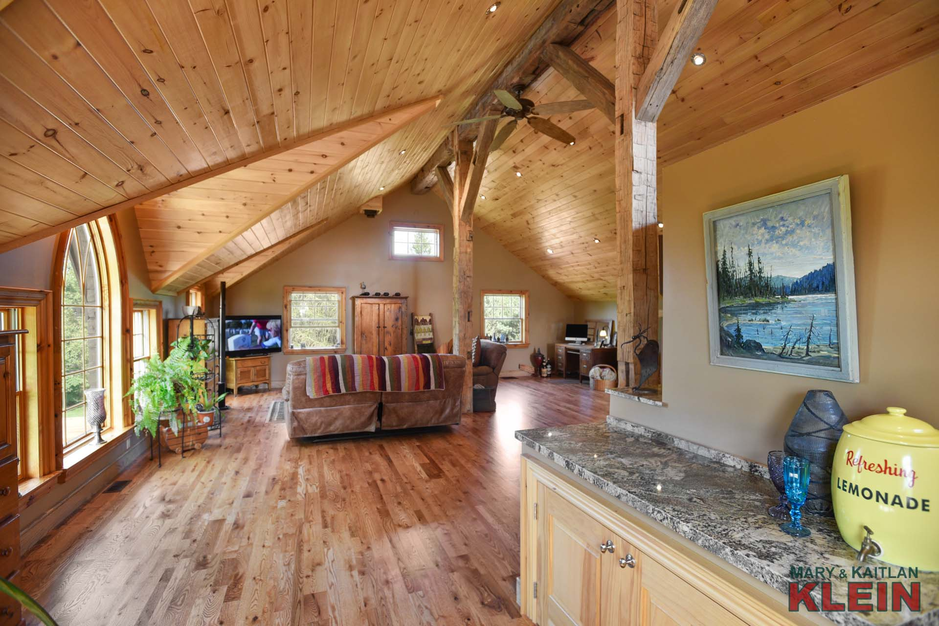 Stunning Open Concept Wooden Ceiling Vaulted Ceiling