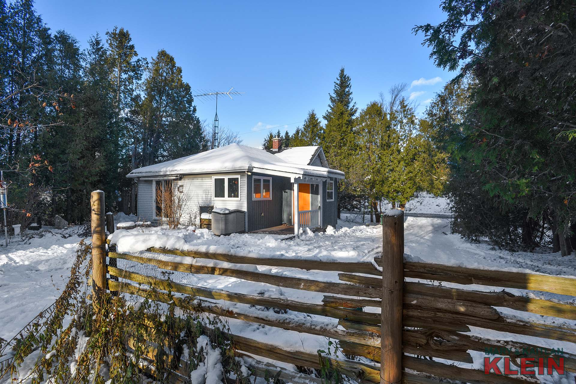 2-Bedroom Bungalow on Mature Country Lot w/ Garden Bunkie, Gazebo & Westerly Views