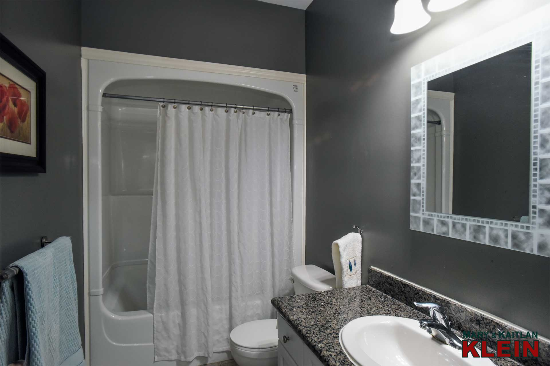 Main 4-Piece Bathroom