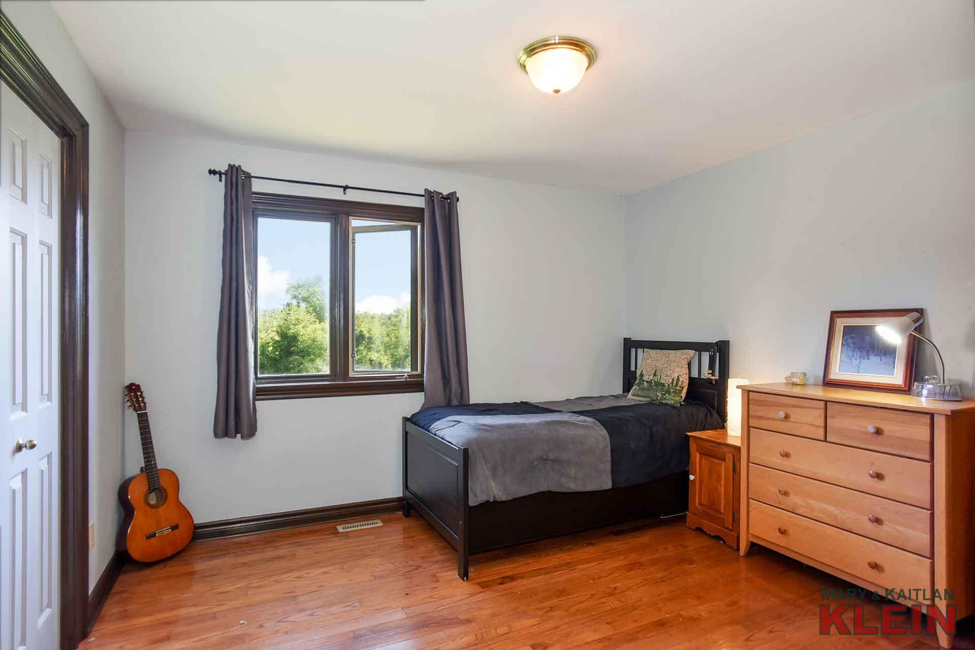 Bedroom 2, closet