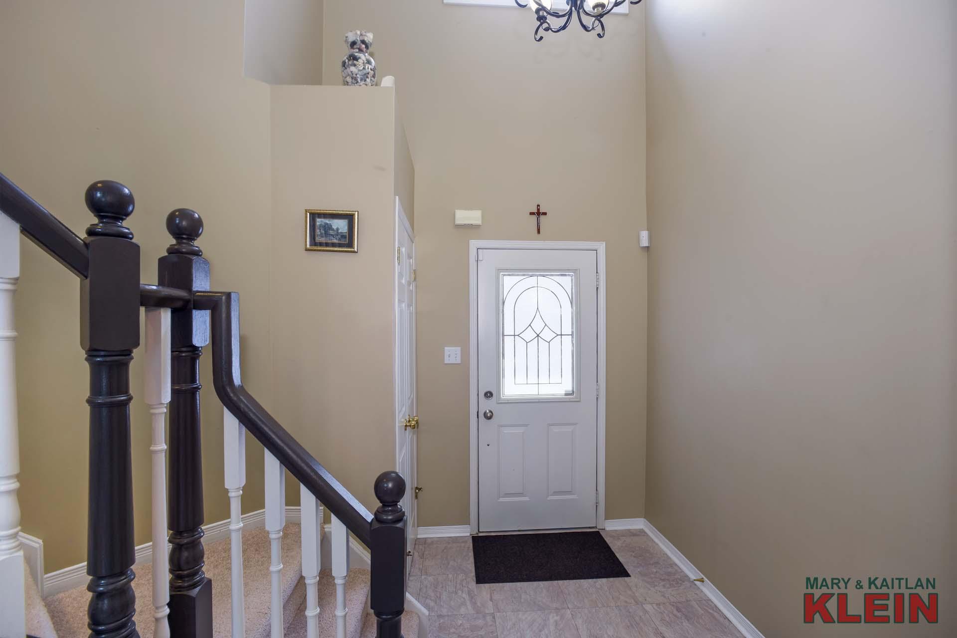 Foyer, double closet