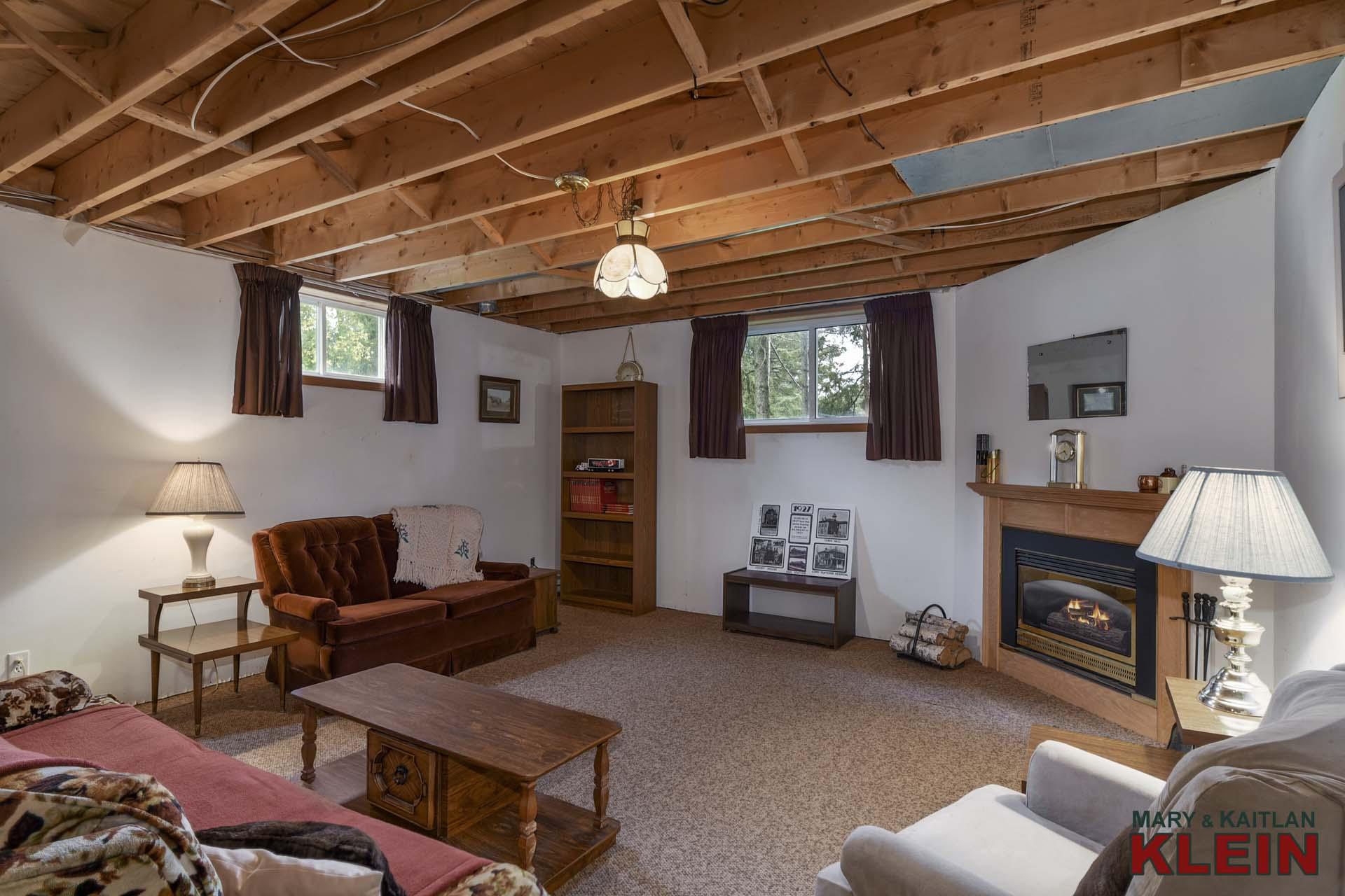 Above Grade Windows, Gas Fireplace