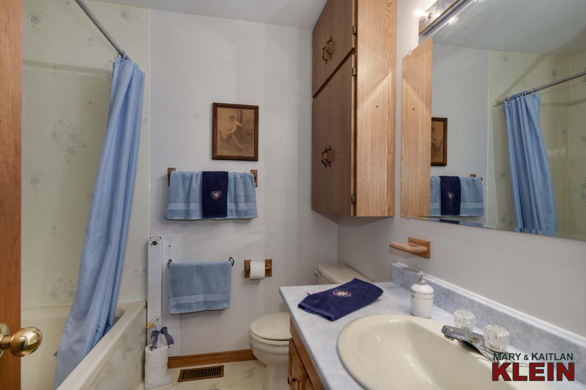 Main 4-piece Bathroom