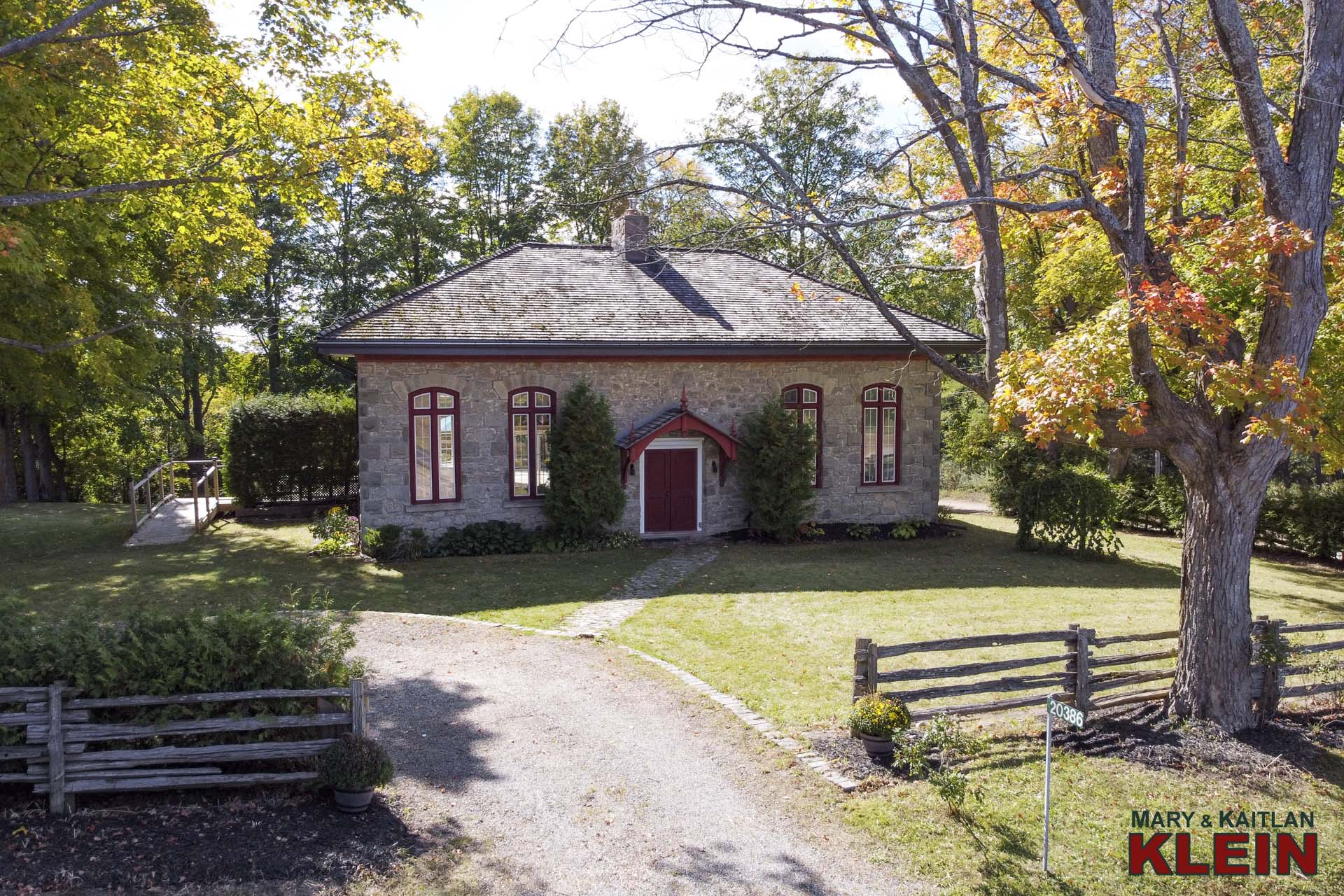Caledon Rosehill Schoolhouse, historical, klein